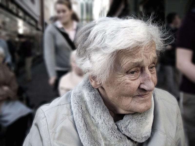 Seniorin(pixabay_geralt)